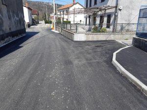 Fotografija novog sloja asfalta
