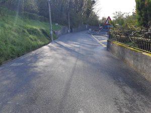 Fotografija novog sloja asfalta i uređenja autobusnog stajališta